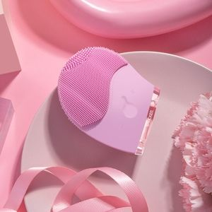 NEW!Silicone Facial Cleansing Brush w/ LED Therapy